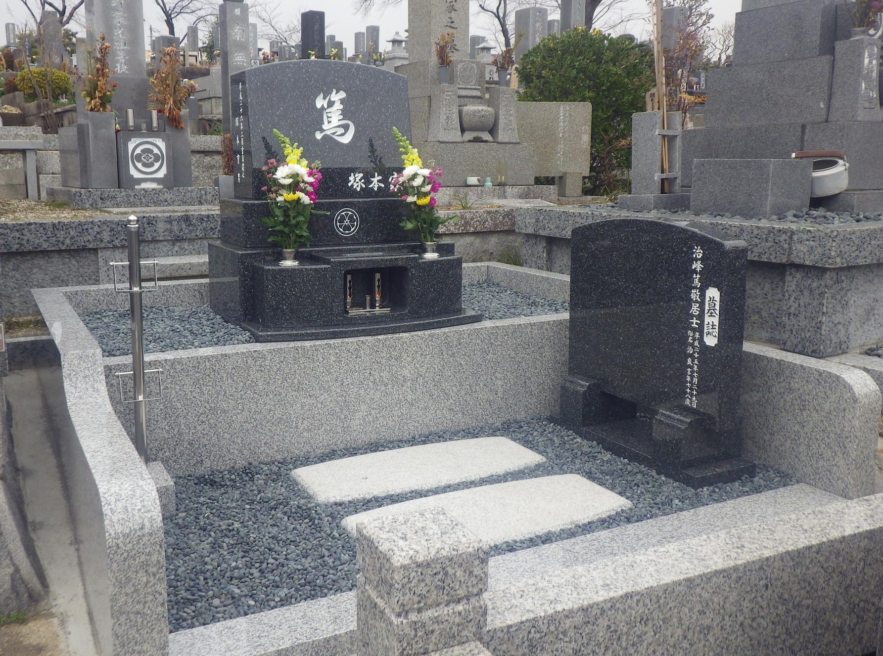 201403 ○みよし市 三好上墓地   中国産 北大青 洋型墓石 塚本育男様