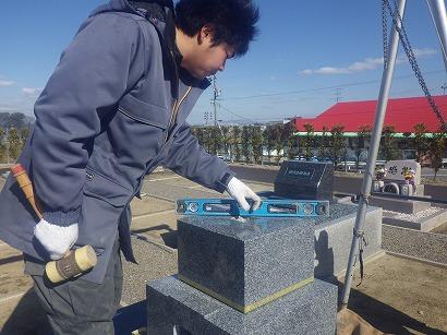 こちらは和型墓石。