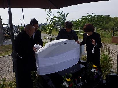 豊橋市で完成した墓石への開眼・納骨式